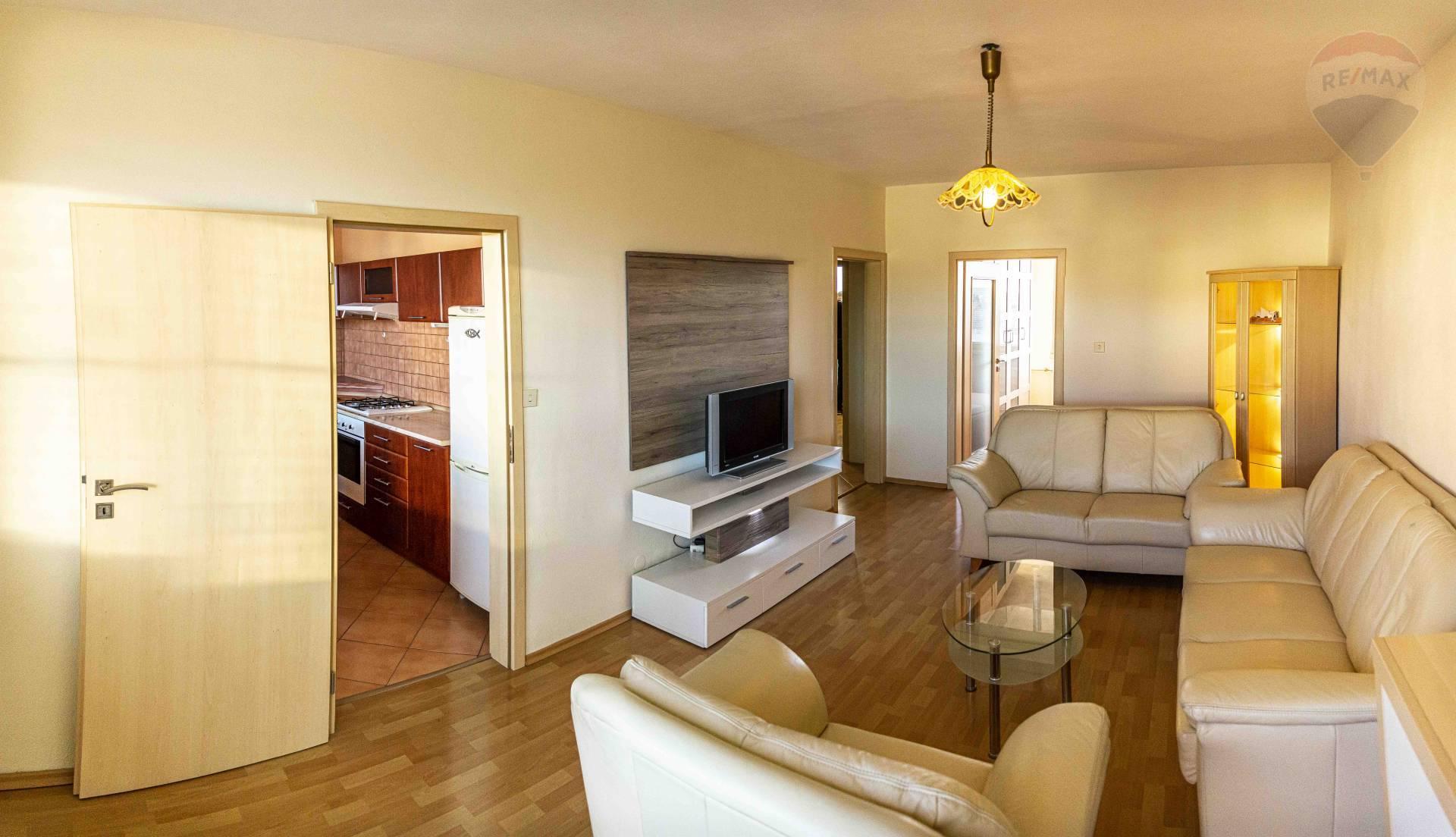 prenájom 3 izbový byt Nitra, Ďumbierska