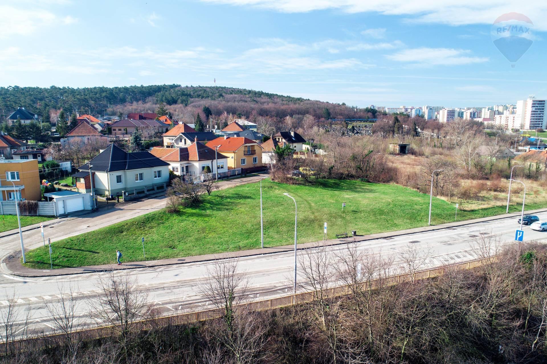 predaj pozemok na komerčnú výstavbu Nitra, Kavcova
