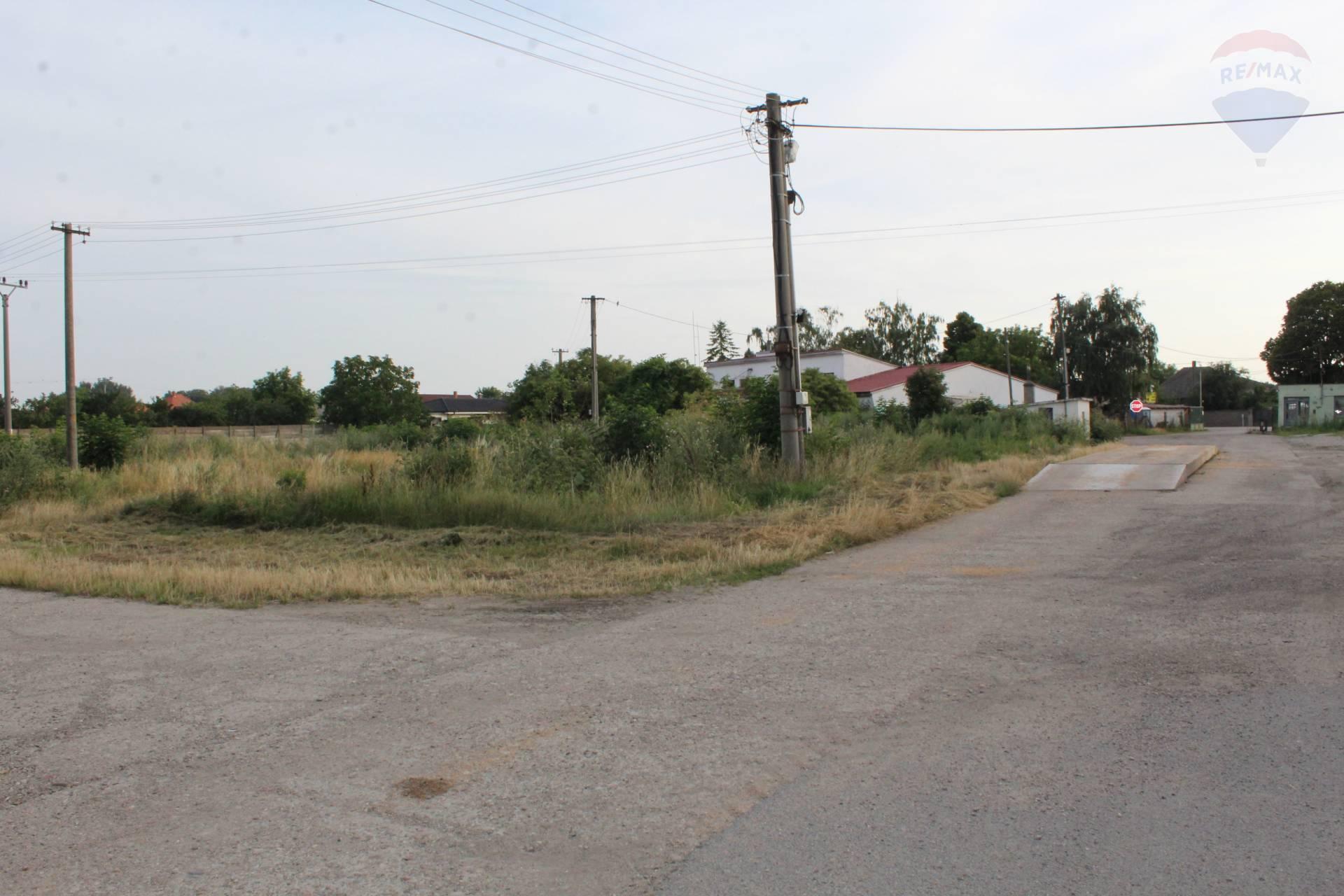 prenájom pozemok na komerčnú výstavbu Dlhá nad Váhom